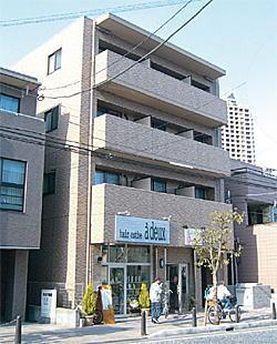 完成したT様のマンション<br /> 1階の一部で奥様が洋服店を経営<br /> Casa Cefiro(カーサセフィーロ)<br /> 2006年11月竣工 4階 1K-9戸