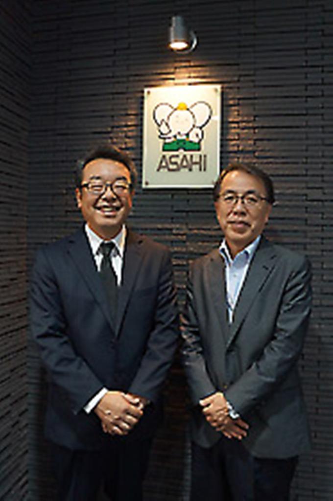 オーナーのT様と営業担当石田(右)