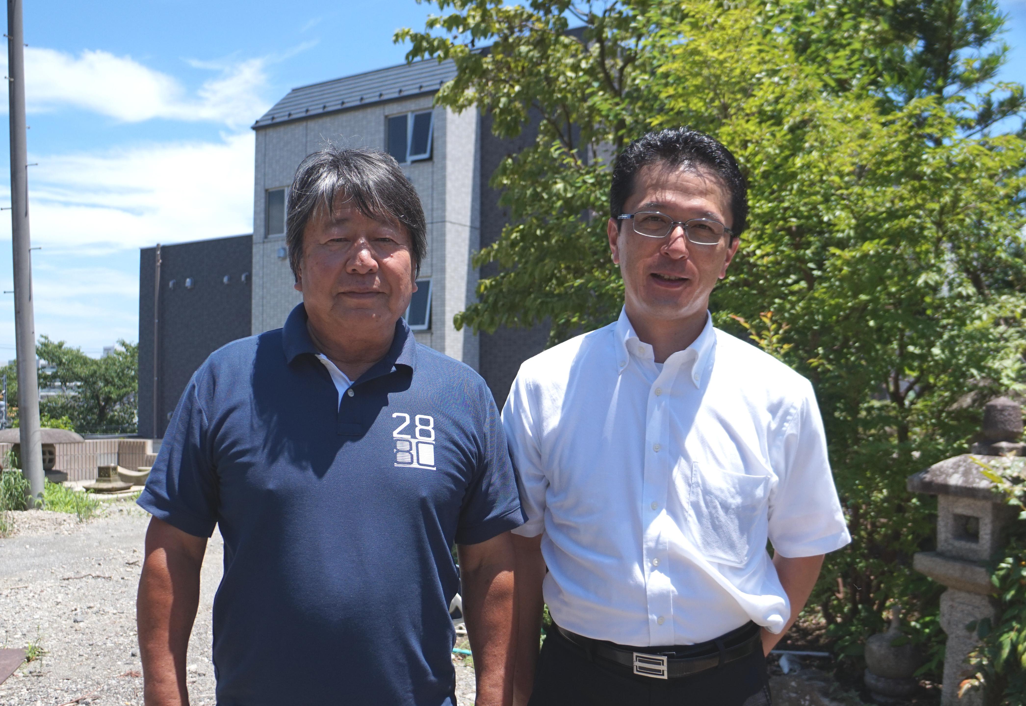 オーナーのN様(左)と営業担当寺田(右)