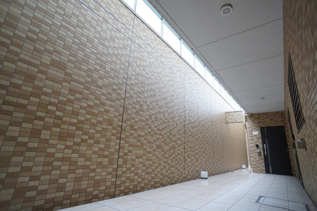 地下1階の共用廊下(ドライエリア)
